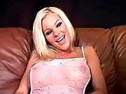 Blond tranny seduces doll